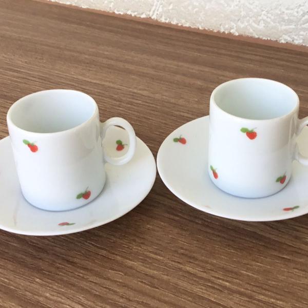 Conjunto de duas xícaras de cafe pequenas de porcelana