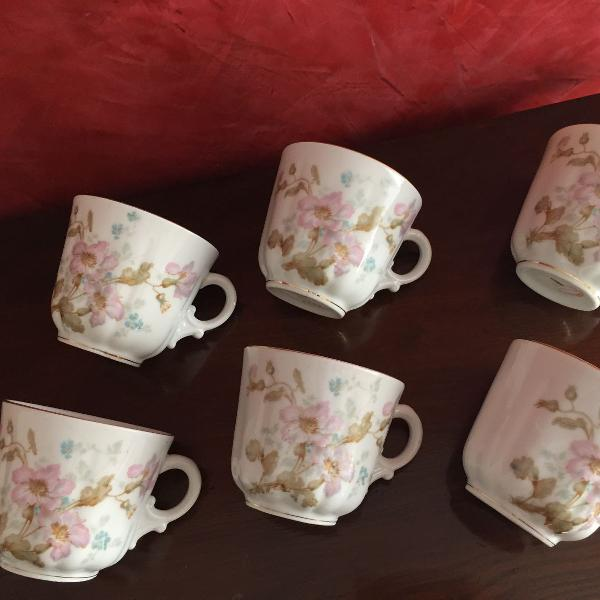 São 6 xícaras , quase caneca de famosa marca de louças