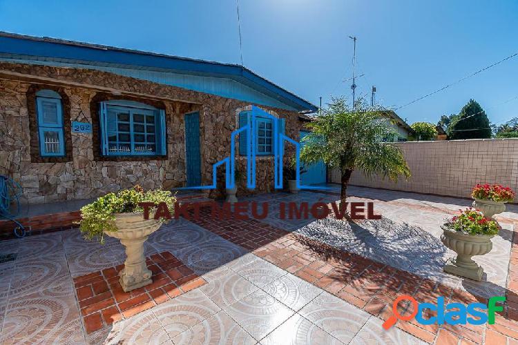 Linda casa alvenaria localizada em rua residencial, tradicional r$ 345.000