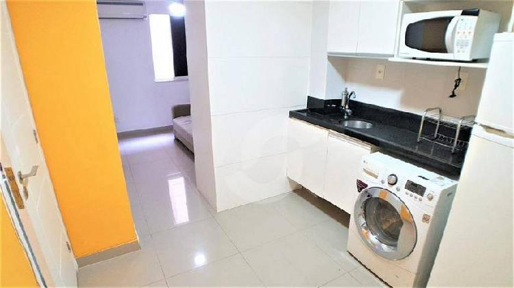 Apartamento mobiliado para venda possui 30 metros quadrados