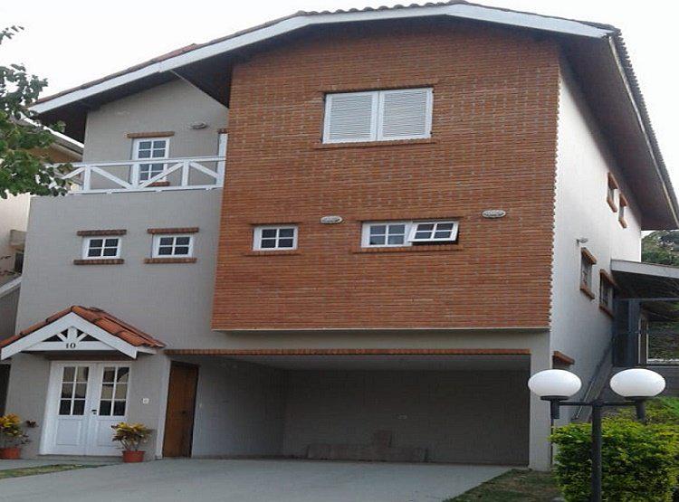 Casa luxo , quintal, condominio alto padrao na rua detras do