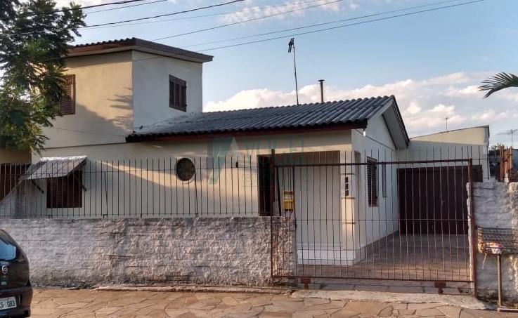 Casa residencial com 3 dormitorio(s) localizado(a) no bairro