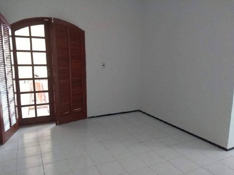 Casa para venda com 150 metros quadrados com 3 quartos, no