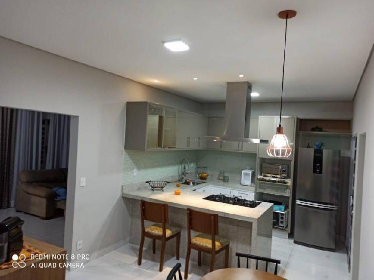 Casa térrea toda reformada e com móveis planejados -