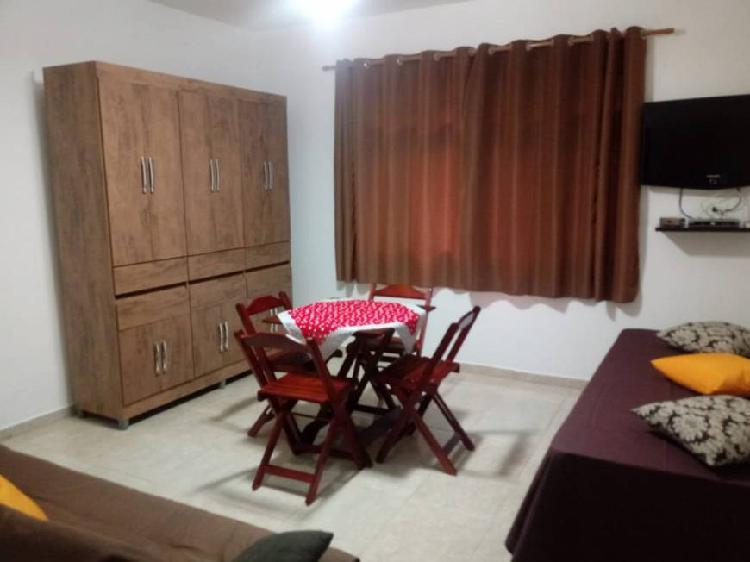 Sala living a uma quadra da praia do itararé
