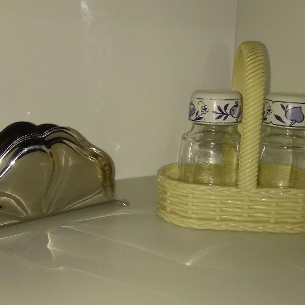 Conjunto de utensílios domésticos usados
