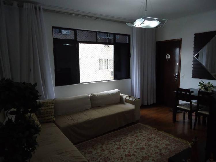 IMPECÁVEL - Amplo apartamento com 2 quartos e 1 vaga de