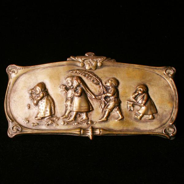 Pequena placa em pewter européia - cena de casamento