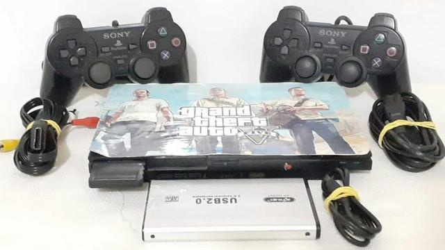 Playstation 2 console acompanha: