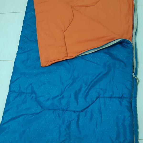 Saco de dormir quechua verde e laranja emi-novo