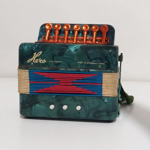 Sanfona acordeon antigo infantil - funcionando!