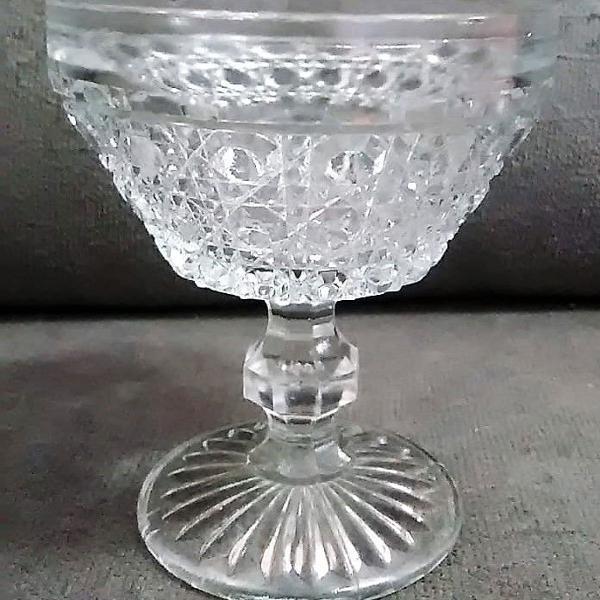 Antiga taça vidrão prensado bico de jaca - lote 10