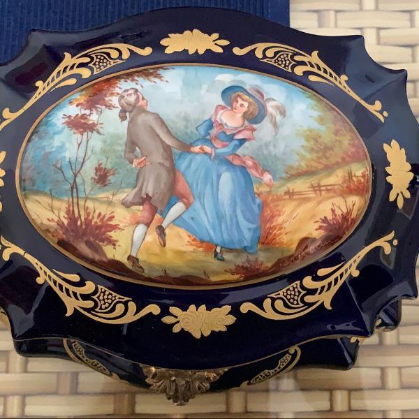 Caixa de porcelana de sèvres pintada a mão sec xix