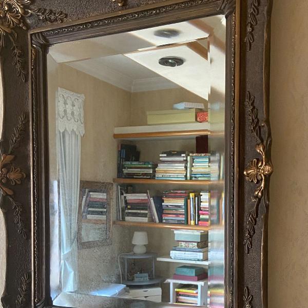 Lindo espelho , com bisotê largo. raro