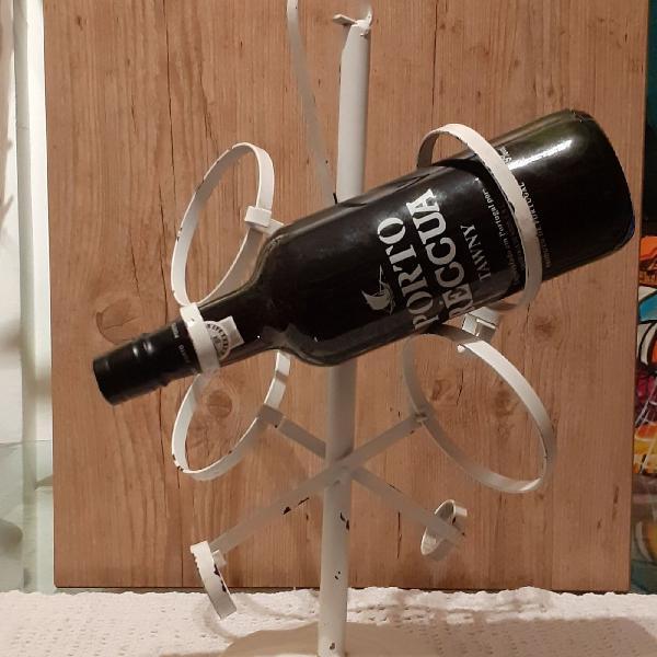 Suporte em ferro para 4 garrafas . porta garrafa