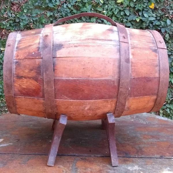 Tonel para aguardente em madeira e metal - decorativo