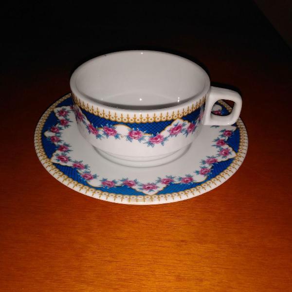 Xícara de porcelana portuguesa