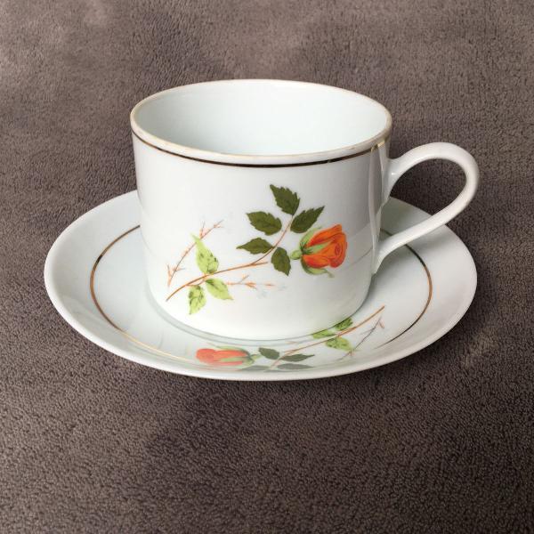 Xícara + pires de porcelana com flor laranja e filetes