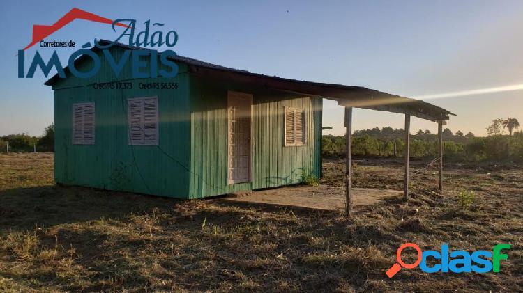 Terreno com casa simples, fora de condomínio!