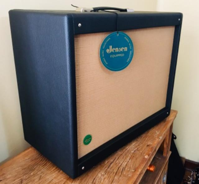 Gabinete para amplificador de guitarra com alto-falante