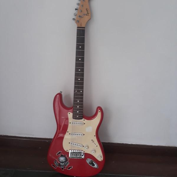 Guitarra fender original vermelha e branca