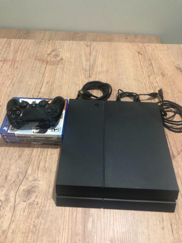 Ps4 1tb jet black + 4 jogos em mídia física