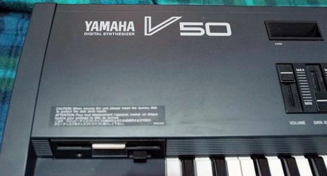 Teclado yamaha v50 semi novo