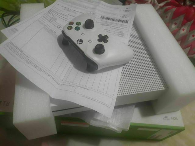 Xbox one s 1tb na caixa completo com nota fiscal