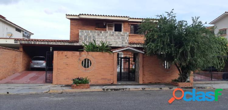 Se vende casa de dos plantas en la urb. valles de cmoruco