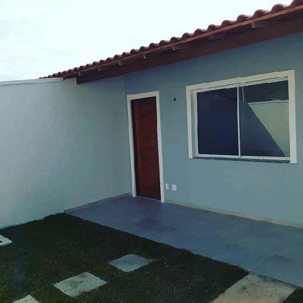 Casa 2 quartos,fino acabamento, quintal e churrasqueira,