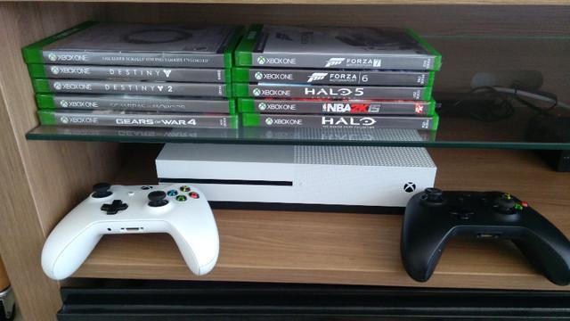 Xbox one s com 2 controles e 10 jogos de mídia física