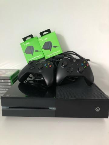 Xbox one + 2 controles originais + jogos + 2 carregadores +