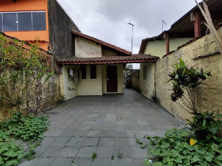 Casa com 02 dormitórios a venda em mongaguá, litoral sul.