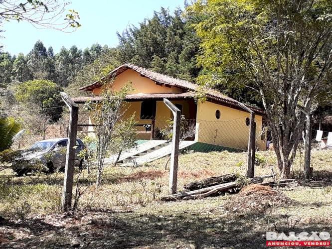 Sítio em Pedras município de Itatiaiuçu MG