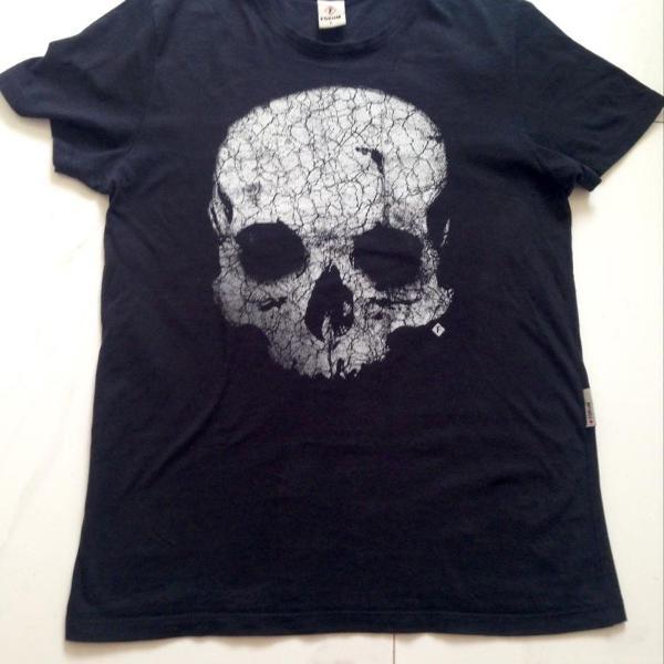 Camiseta fórum caveira