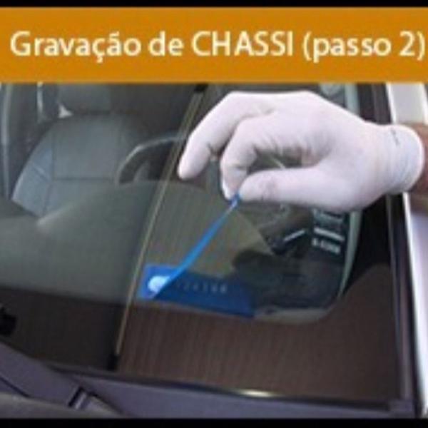 Pasta -acido p/gravação vidros automotivos num chassis