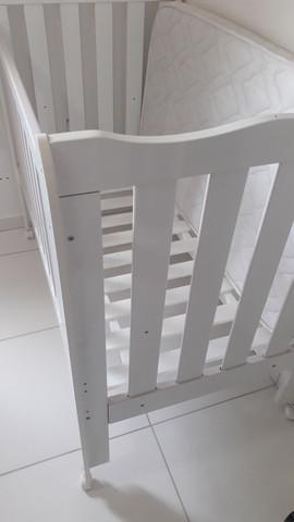 Berço + colchão seminovos + carrinho de bebê