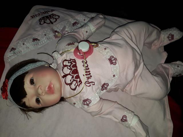 Boneca reborn linda.