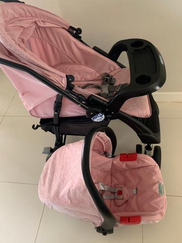 Carrinho de bebê + bebê conforto burigotto at6