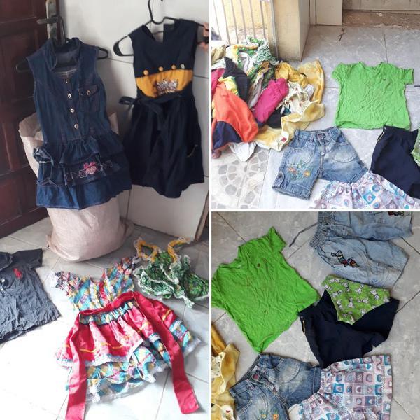 Lote roupas de criança vários tamanhos e estilos.