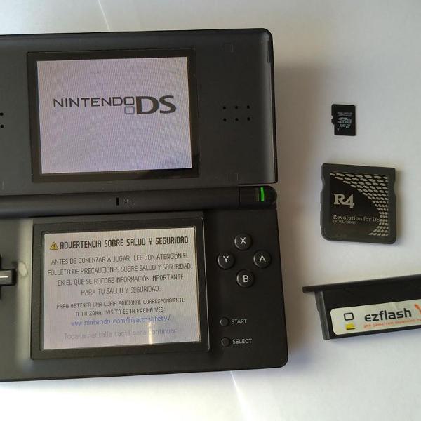 Nintendo ds lite + ezflash card v + r4