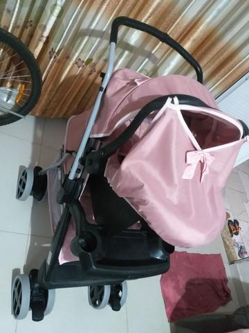 Vende-se carrinho com bebê conforto tutti baby.