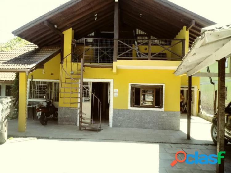 Casa com 3 dorms em canela - palace hotel por 920 mil à venda