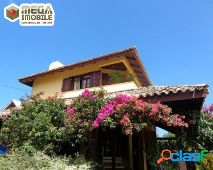 Casa aconchegante com acesso à trilha da praia do santinho!