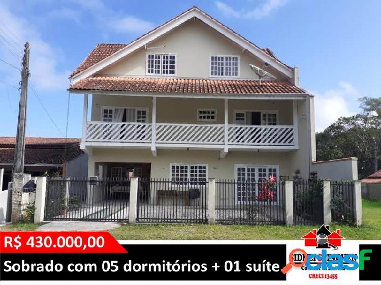 Sobrado amplo, com 05 dormitórios + suíte, em Bal. Barra do Sul - SC.