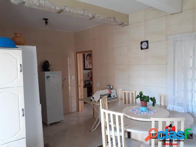 Sobrado amplo, com 05 dormitórios + suíte, em Bal. Barra do Sul - SC. 3