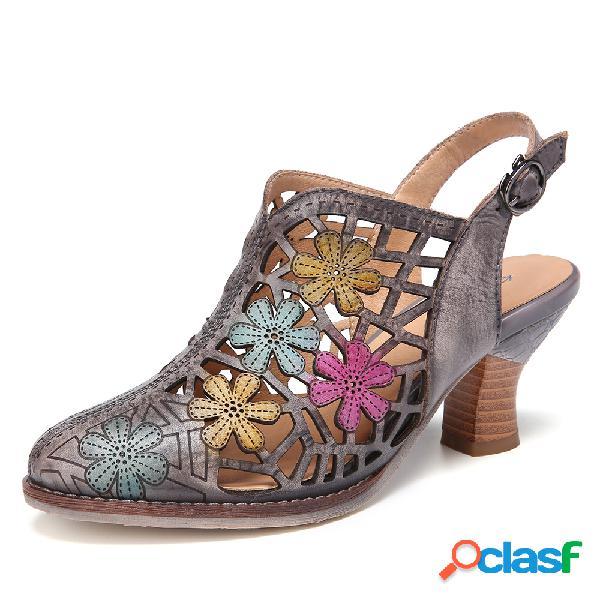 Socofy sandálias de salto grosso com recorte floral de couro desgastado e alça de fivela com bico fino