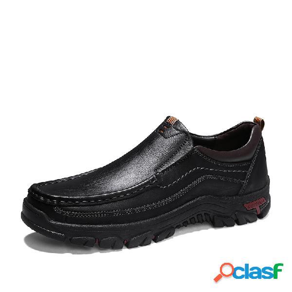 Deslizamento wearable antiderrapante dos homens couro genuíno em calçados casuais ao ar livre