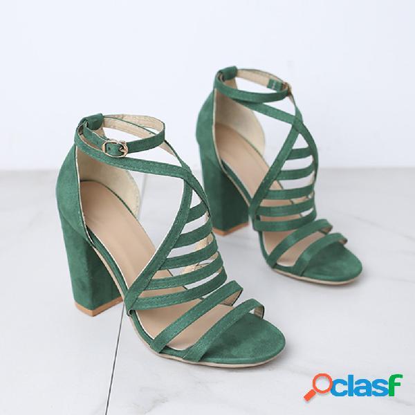 Mulheres de tamanhos grandes listras fivela sandálias de salto robusto