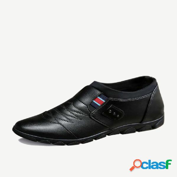 Nova temporada de calçados masculinos moda calçados casuais de couro fixados no pé calçados aumentados cabeça redonda respirável geração de calçados únicos